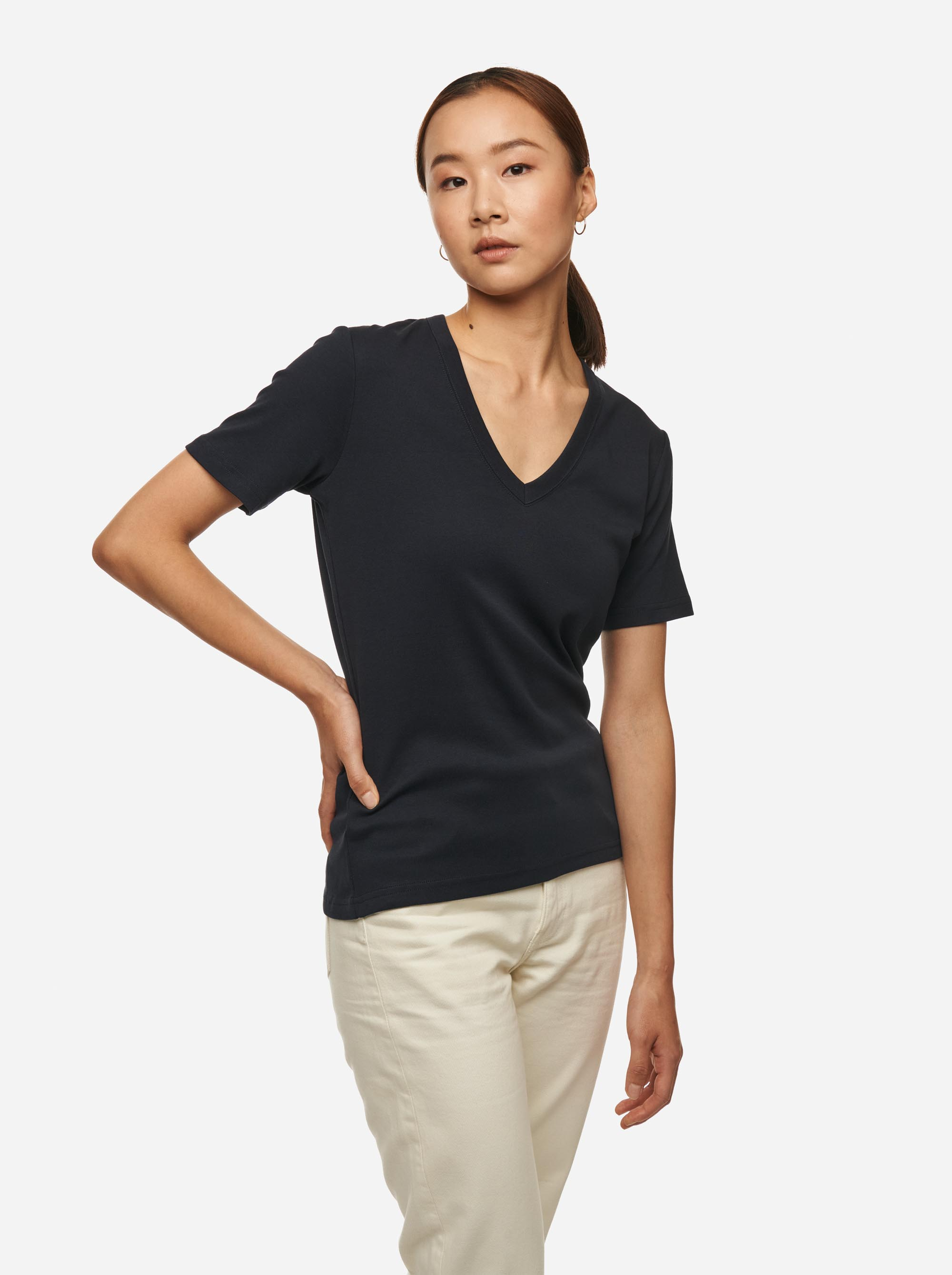 Teym - The T-Shirt - V-Neck - Women - Blue - 2