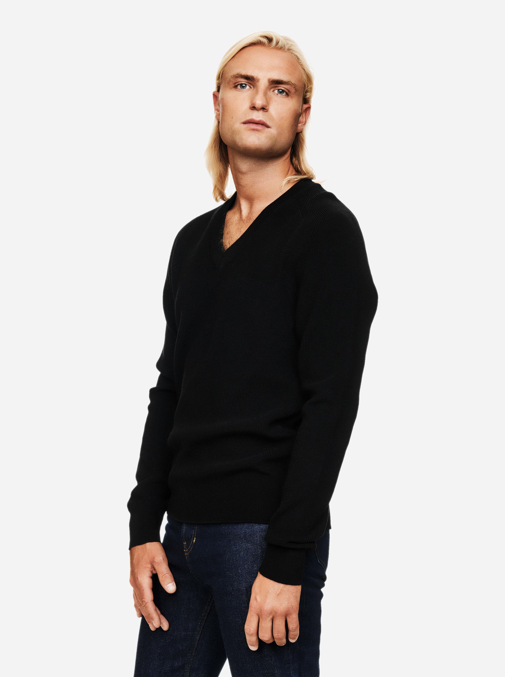 Teym - V-Neck - The Merino Sweater - Men - Black - 2