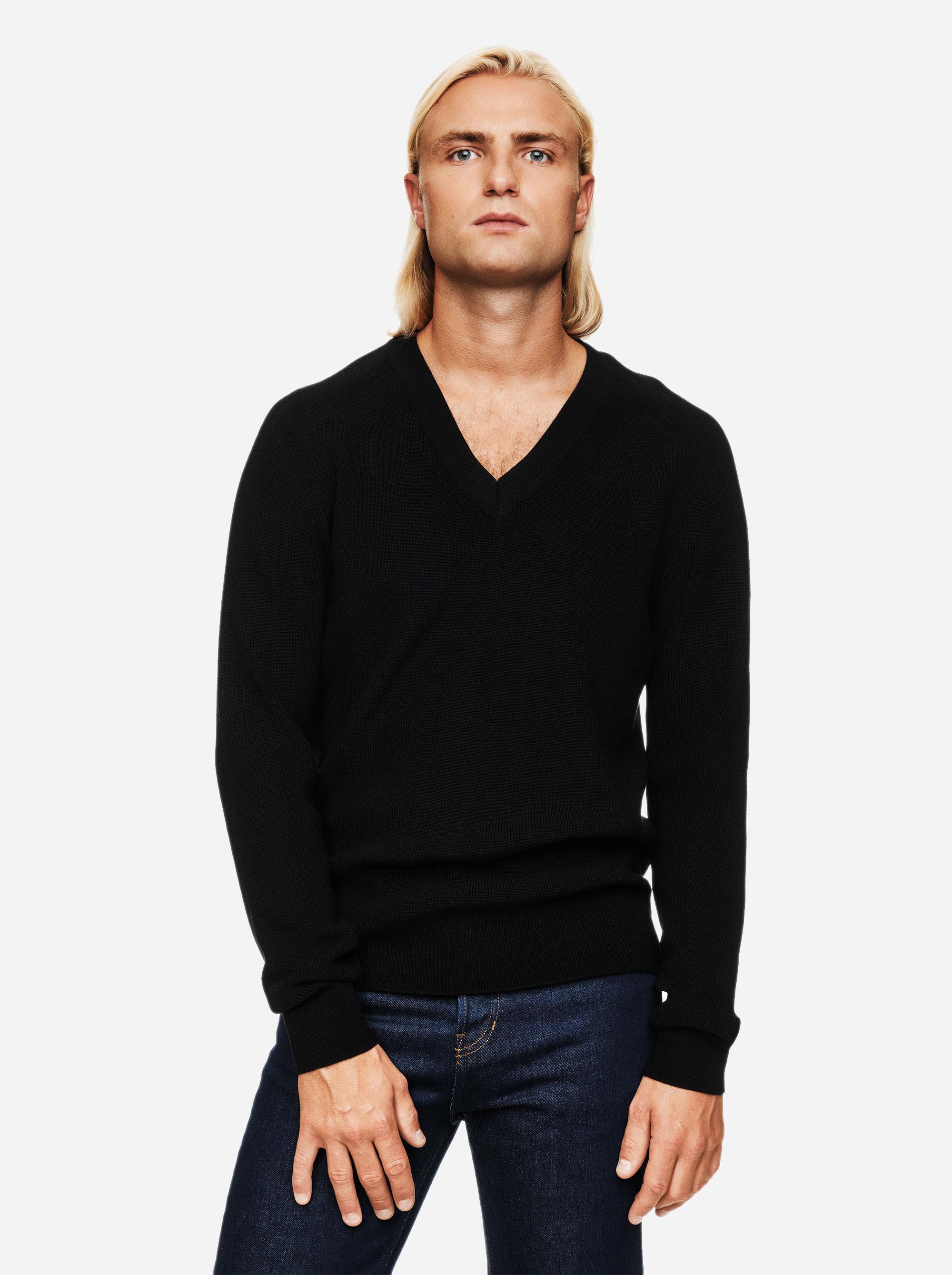 Teym - V-Neck - The Merino Sweater - Men - Black - 3