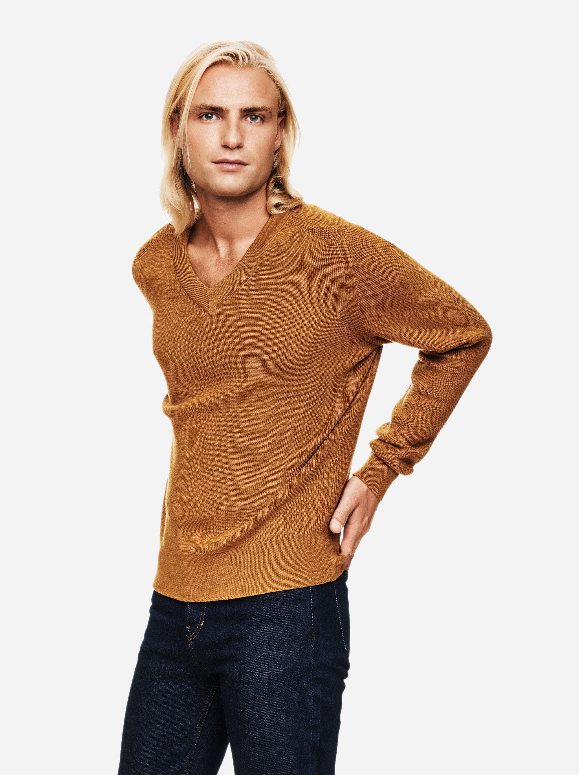 Teym - V-Neck - The Merino Sweater - Men - Mustard - 2