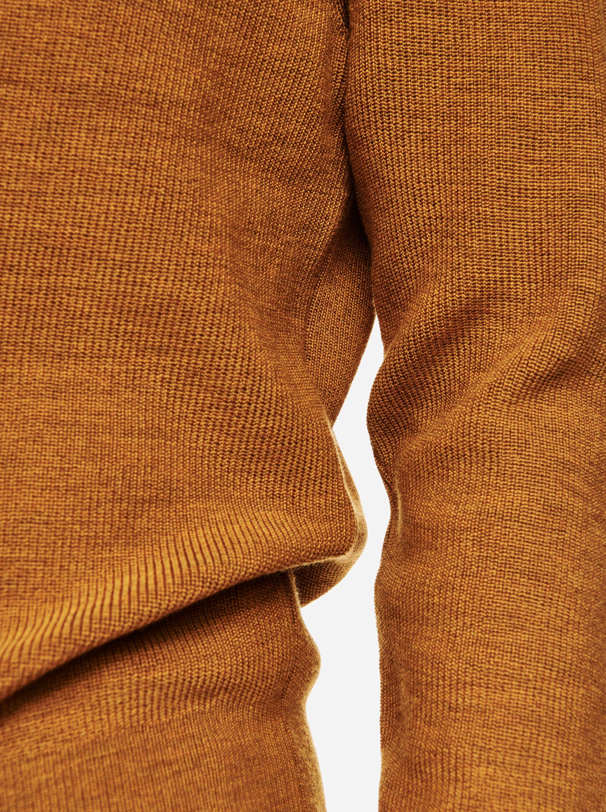 Teym - V-Neck - The Merino Sweater - Men - Mustard - 3