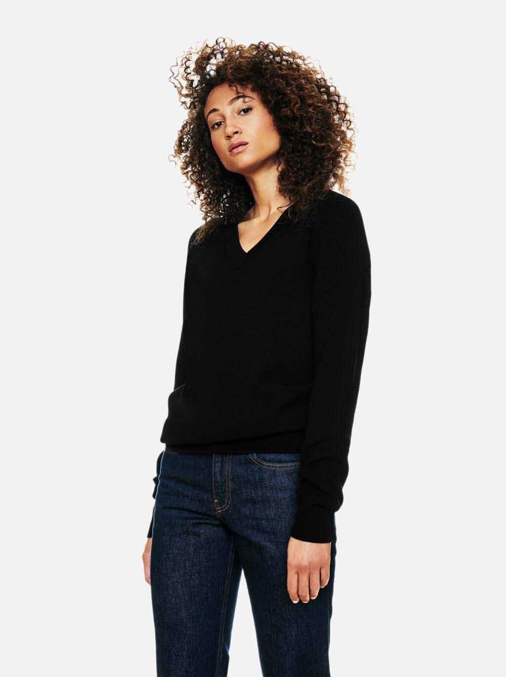 Teym-V-Neck-The-Merino-Sweater-Women-Black-1