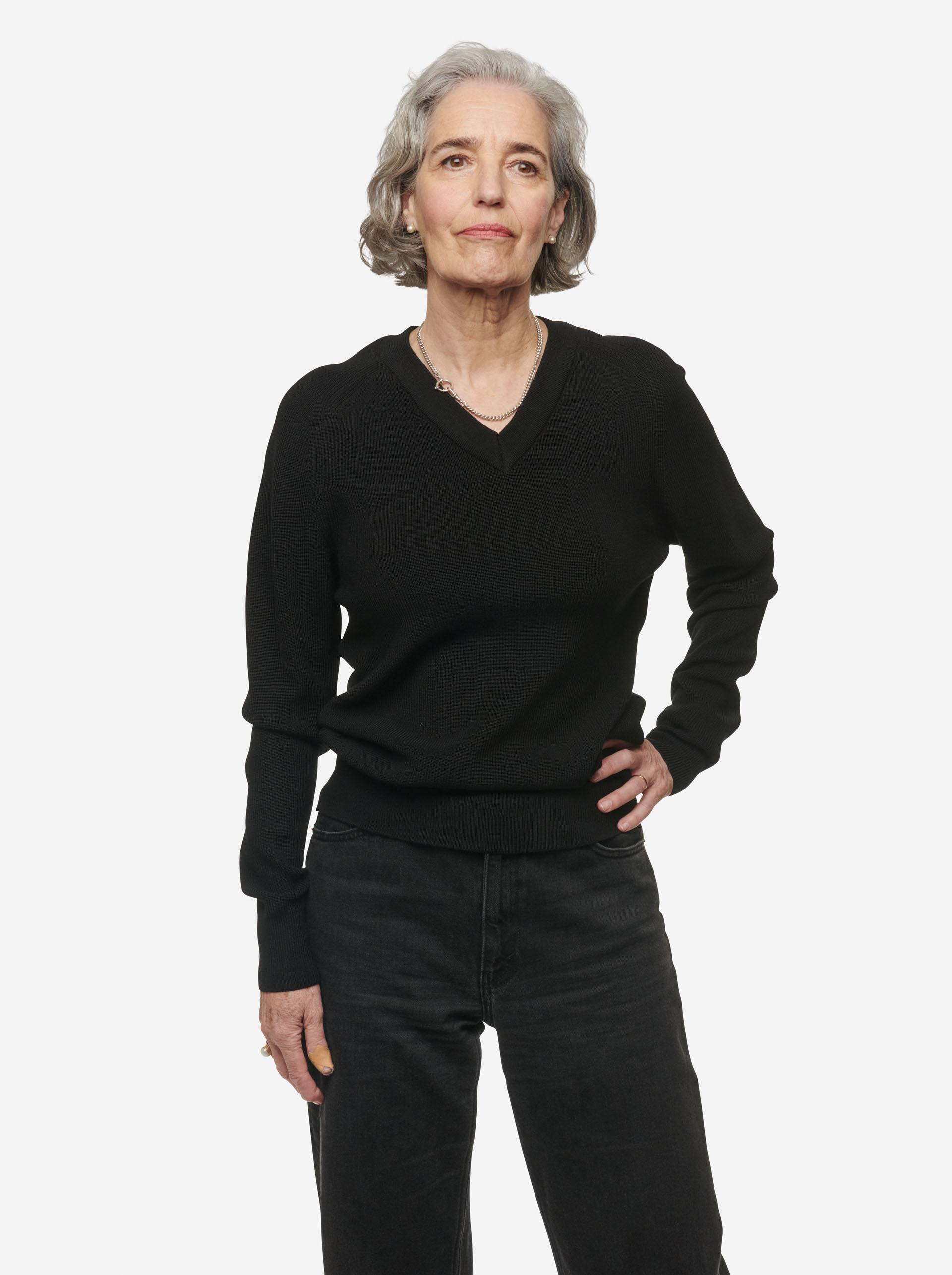 Teym - V-Neck - The Merino Sweater - Women - Black - 4