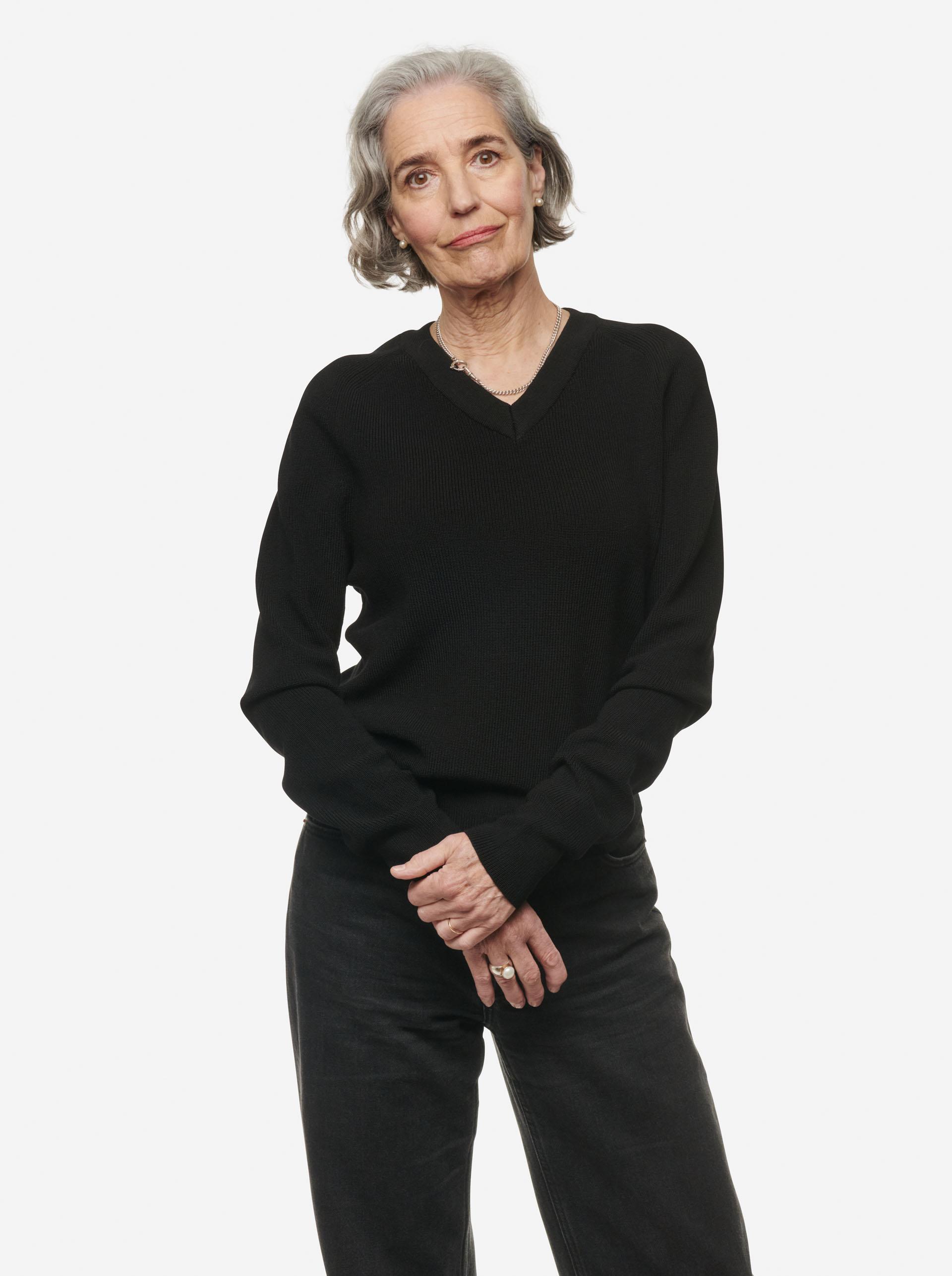 Teym - V-Neck - The Merino Sweater - Women - Black - 5
