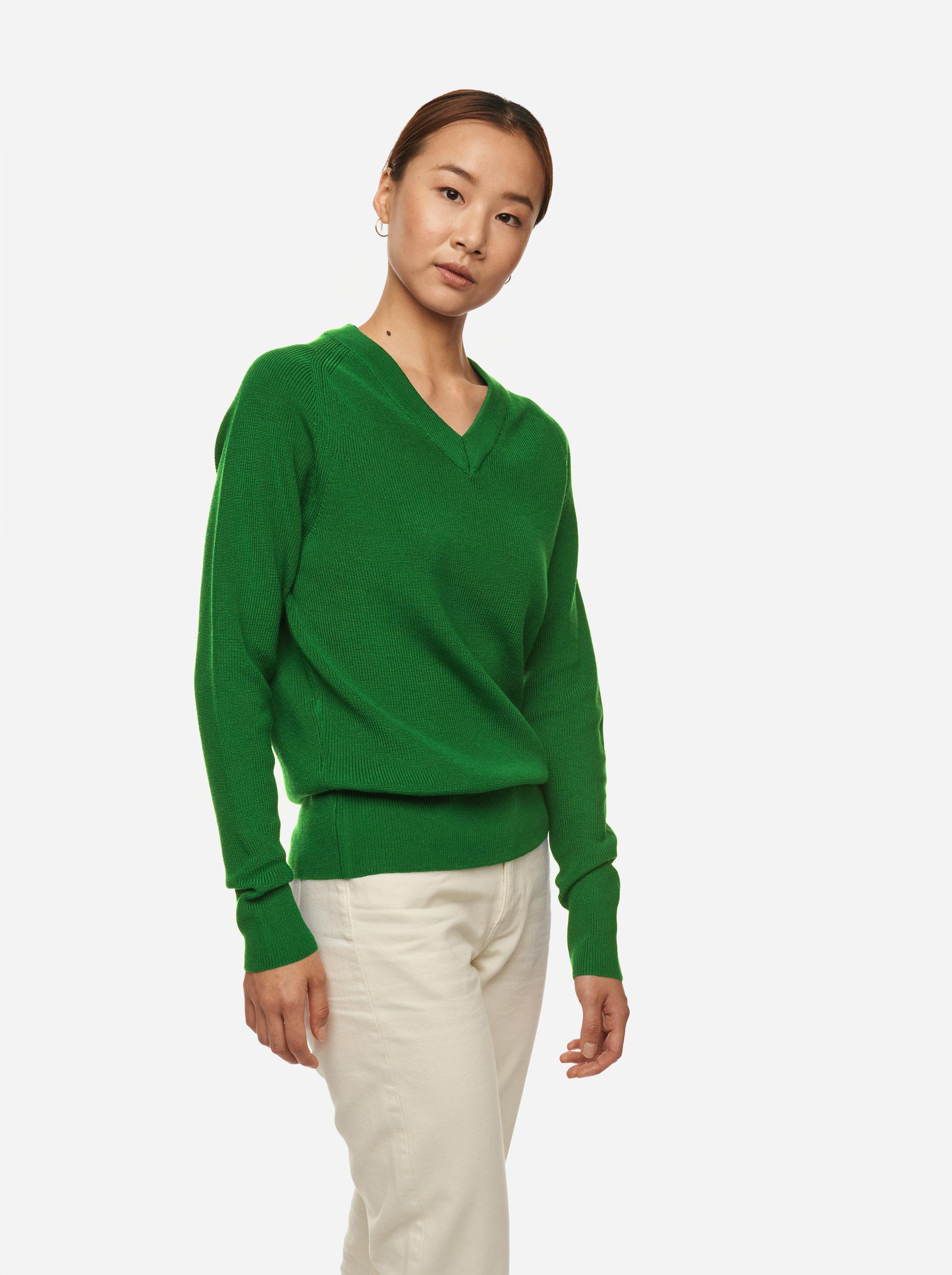 Teym - V-Neck - The Merino Sweater - Women - Bright Green - 2